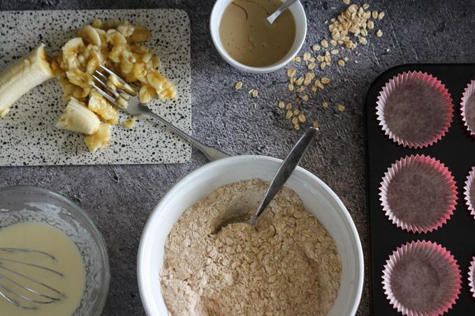 מאפינס בננה וממרח טחינה עם סילאן