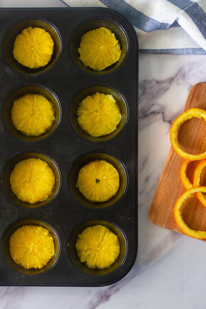 מאפינס תפוזים הפוכים עם סולת וכוסמין