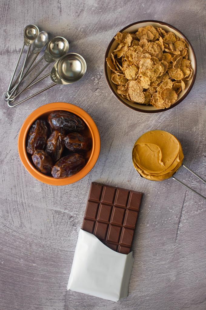 ממתק תמרים וברנפלקס בציפוי שוקולד