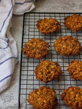 Vegan Oatmeal Cookies with Apples