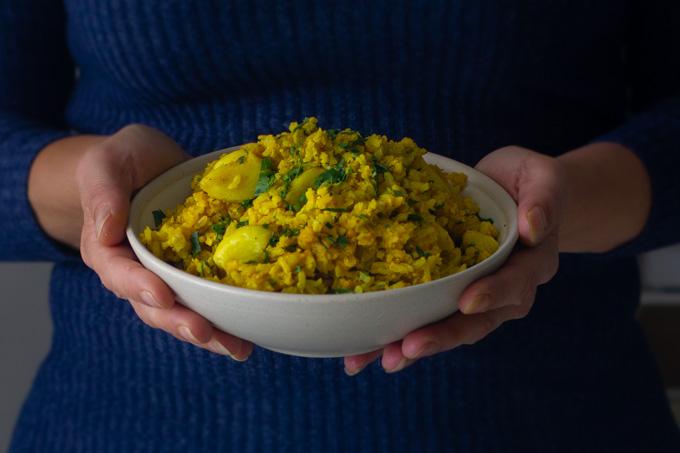 מג'דרה עם אורז מלא ועדשים כתומות