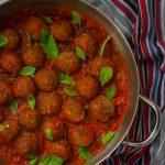 קציצות שעועית אזוקי ברוטב עגבניות