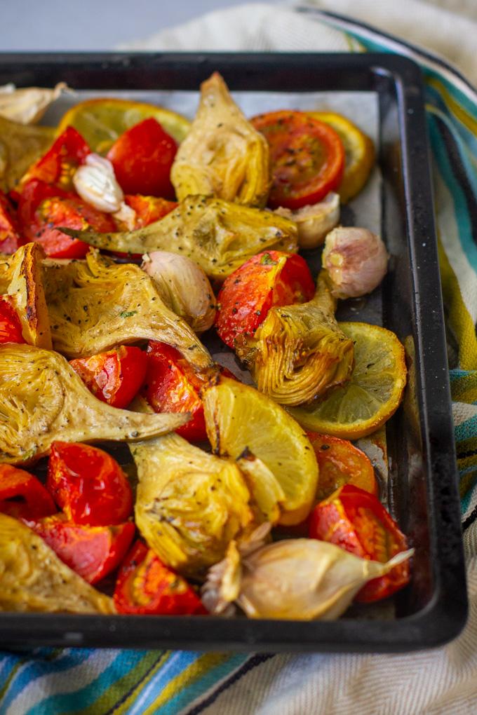 פסטת ארטישוק עם עגבניות, שום ולימון צלויים בתנור