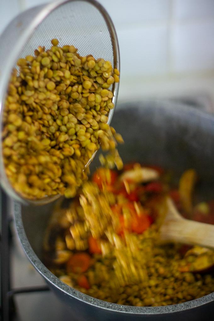 מרק עדשים ירוקות